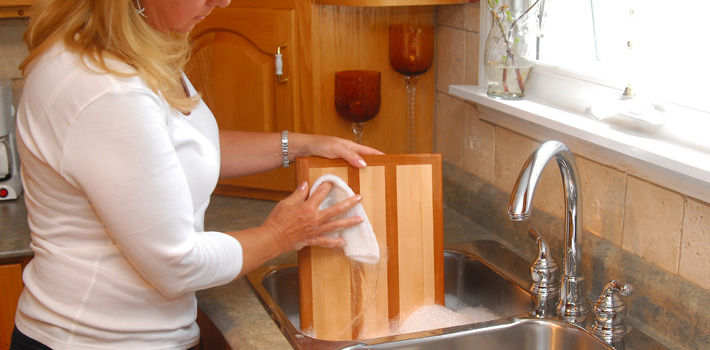 how to clean a wooden cutting board after use